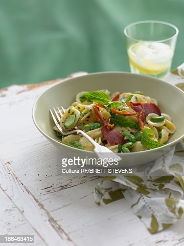 Bowl of orecchiette with peas and ham : Stock Photo