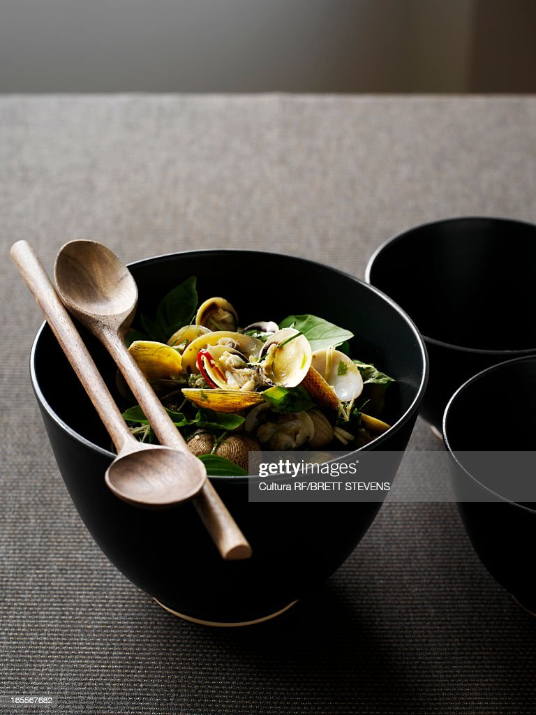 Bowl of pipi salad with basil : Stock Photo
