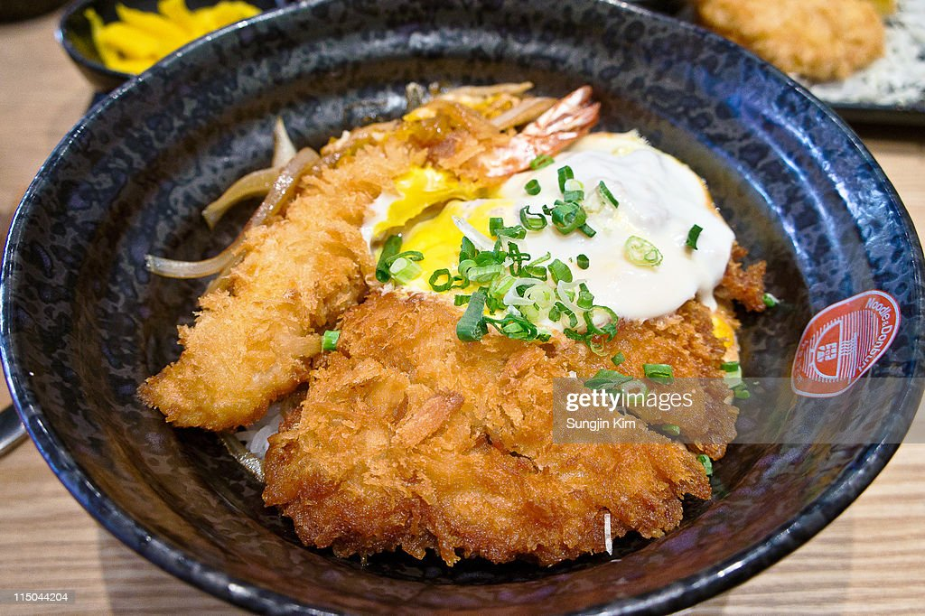 Bowl of rice capped with cutlet : Stock Photo