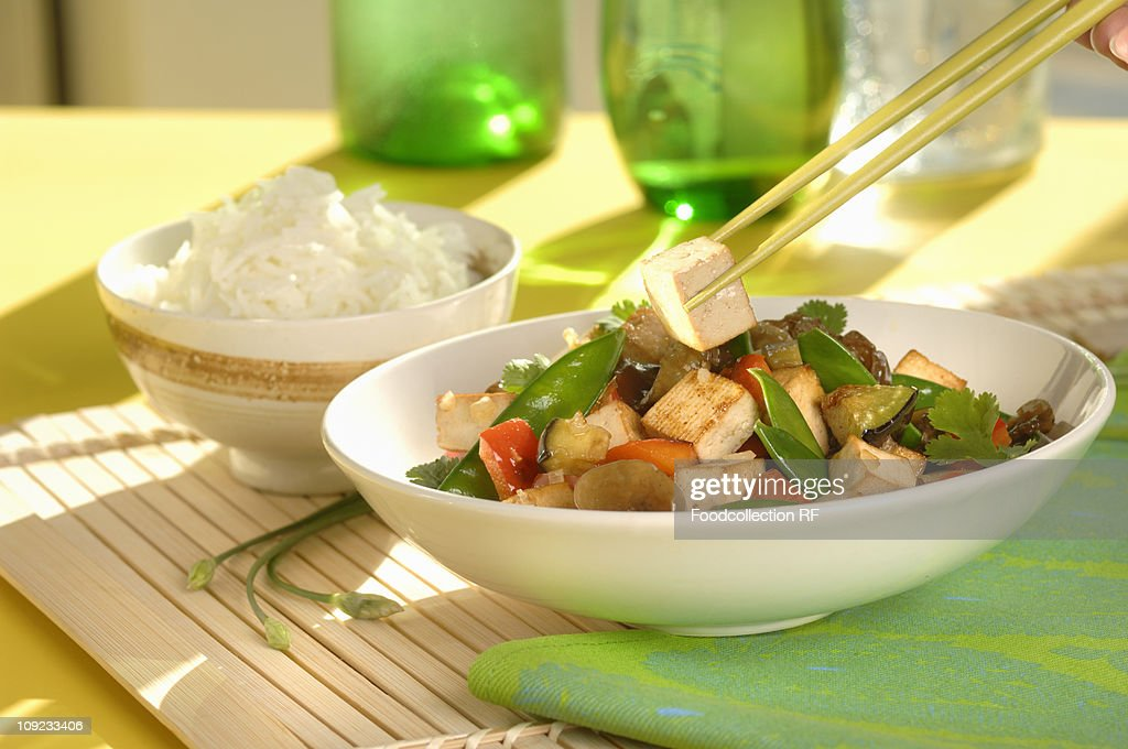 Bowl of stir-fried tofu and vegetables, close-up : Stock Photo