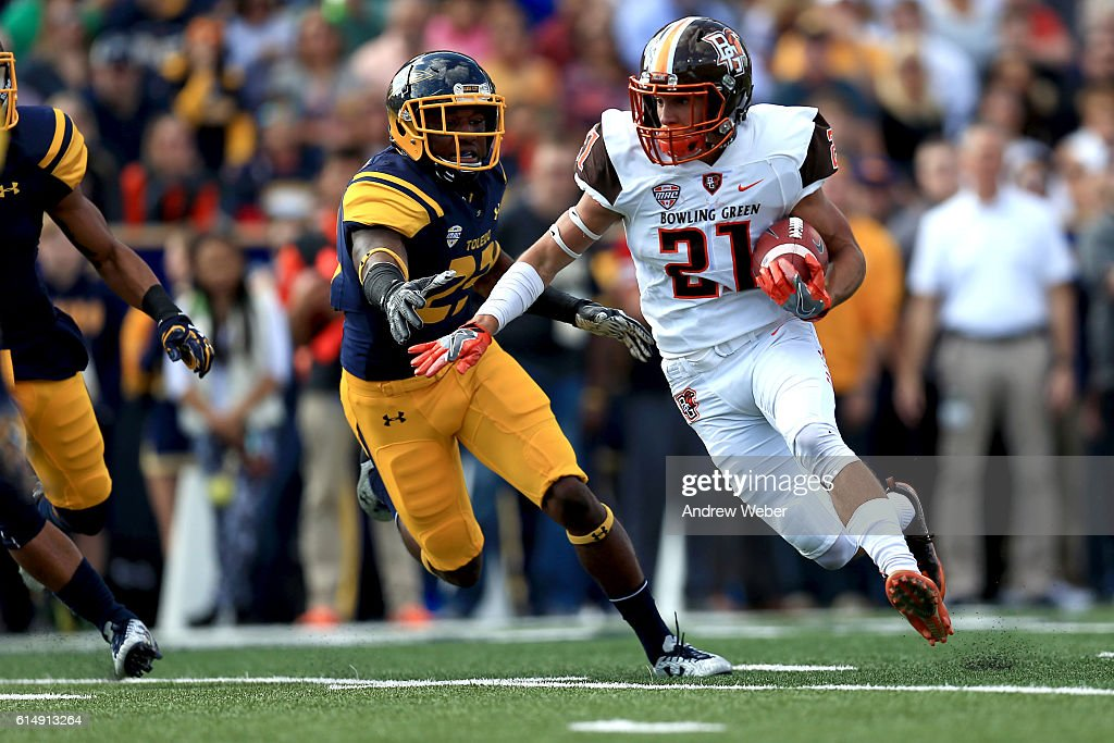 Bowling Green Falcons wide receiver Scott Miller #21 runs the ball for a touchdown during the first quarter against the Toledo Rockets at Glass Bowl on October 15, 2016 in Toledo, Ohio.