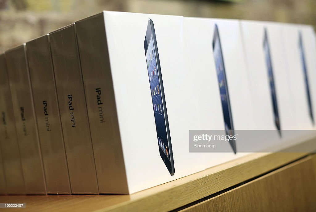 Boxed Apple Inc. iPad minis sit on a shelf at the company's Covent Garden store in London, U.K., on Friday, Nov. 2, 2012. Apple Inc.'s iPad mini tablet goes on sale in the U.K. today. Photographer: Simon Dawson/Bloomberg via Getty Images