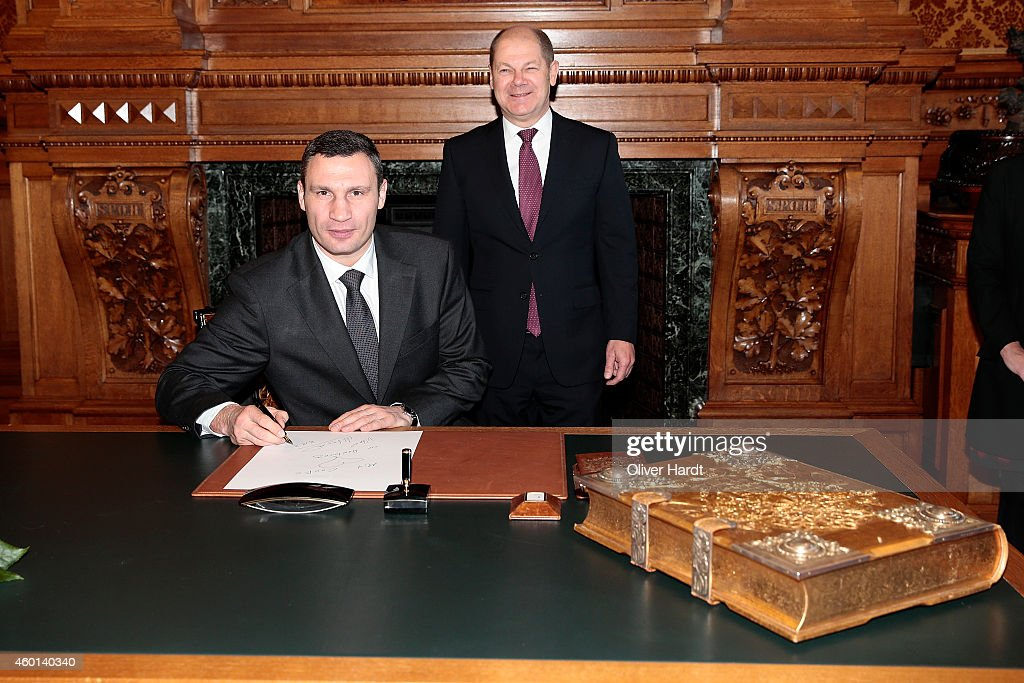 Boxer and Acting Mayor of Kiev Vitali Klitschko Signs Hamburg's Golden Book at the City Hall of Hamburg on December 8, 2014 in Hamburg, Germany.