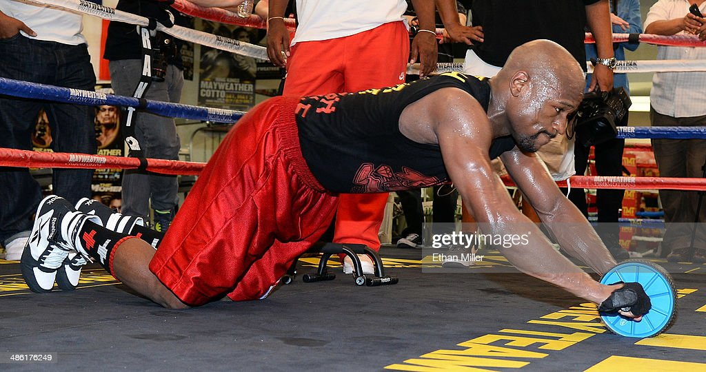 Boxer <a gi-track='captionPersonalityLinkClicked' href=/galleries/search?phrase=Floyd+Mayweather+Jr.&family=editorial&specificpeople=2294114 ng-click='$event.stopPropagation()'>Floyd Mayweather Jr.</a> works out at the Mayweather Boxing Club on April 22, 2014 in Las Vegas, Nevada. Mayweather will face Marcos Maidana in a 12-round world championship unification bout in Las Vegas on May 3.