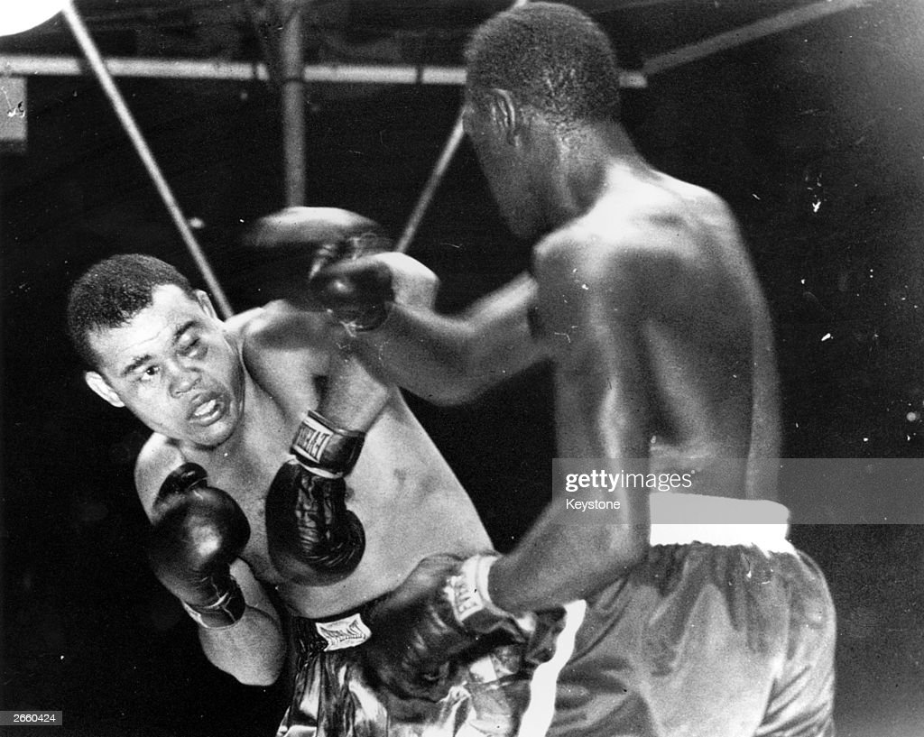 US boxer <a gi-track='captionPersonalityLinkClicked' href=/galleries/search?phrase=Joe+Louis+-+Boxeur&family=editorial&specificpeople=12775903 ng-click='$event.stopPropagation()'>Joe Louis</a> (1914 - 1981) sways to avoid a right swing from <a gi-track='captionPersonalityLinkClicked' href=/galleries/search?phrase=Ezzard+Charles&family=editorial&specificpeople=215068 ng-click='$event.stopPropagation()'>Ezzard Charles</a> (right) during their world heavyweight championship fight at Yankee Stadium, New York. Louis has a badly swollen left eye.