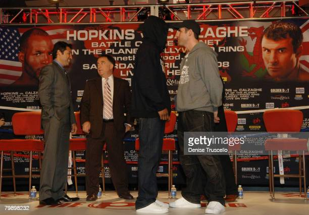 Boxer Oscar De La Hoya Planet Hollywood owner Robert Earl boxer Bernard Hopkins and boxer Joe Calzaghe attend a press conference for the Hopkins vs...
