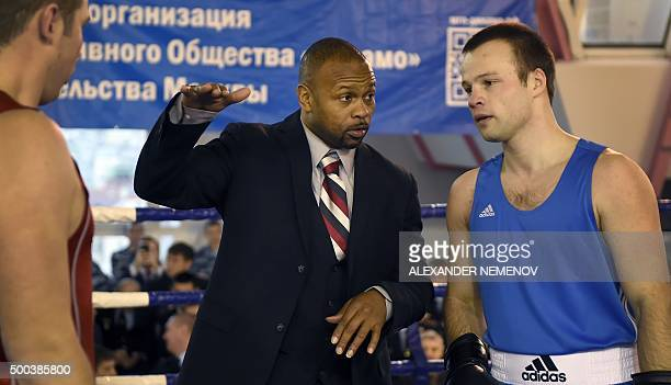 Boxer Roy Jones Jr who recently became a Russian citizen gives a masterclass to Russia's police officers in Moscow on December 8 2015 AFP PHOTO /...