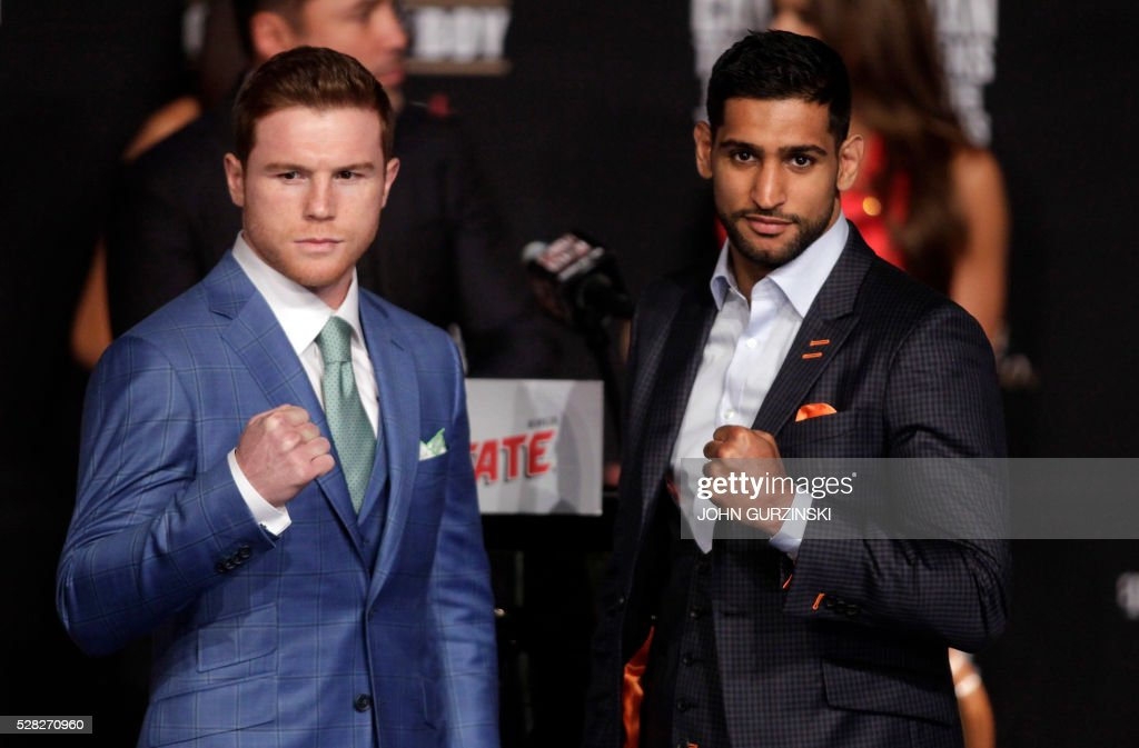 Boxer Saul 'Canelo' Alvarez from Mexico (L) and England's Amir Khan (2R) pose during their final press conference at the MGM Grand in Las Vegas, Nevada on May 4, 2016 . The boxers will fight for the WBC Welterweight title on May 7, 2016 at the T-Mobile Arena in Las Vegas. / AFP / John Gurzinski