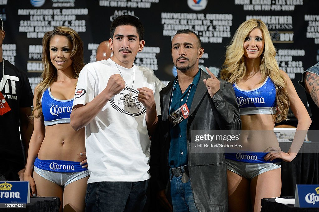 Boxers Leo Santa Cruz (L) and <a gi-track='captionPersonalityLinkClicked' href=/galleries/search?phrase=Alexander+Munoz&family=editorial&specificpeople=2084113 ng-click='$event.stopPropagation()'>Alexander Munoz</a> pose during the final news conference for their bout at the MGM Grand Hotel/Casino on May 2, 2013 in Las Vegas, Nevada. Daniel Ponce De Leon will challenge Munoz for a vacant USBA junior featherweight title.