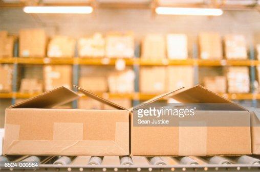 Boxes on Conveyor in Warehouse : Stockfoto