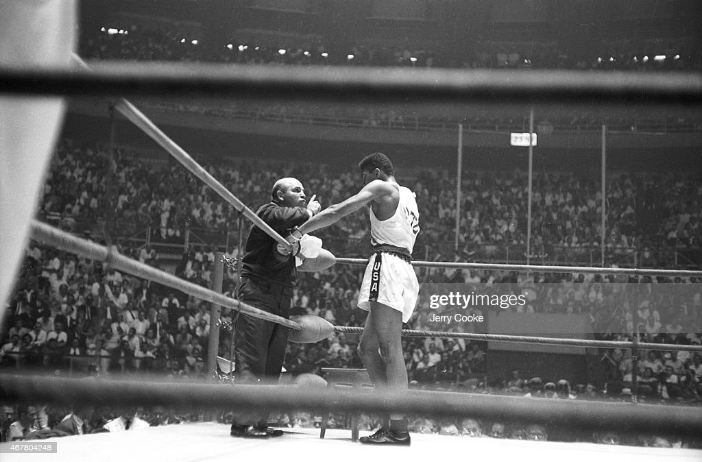 USA Cassius Clay in his corner with team coach Julius Menendez during Men's Light-Heavyweight Gold Medal bout vs Poland Zbigniew Pietrzykowski at Palazzo dello Sport. Jerry Cooke X6933 TK11 R5 F27 )