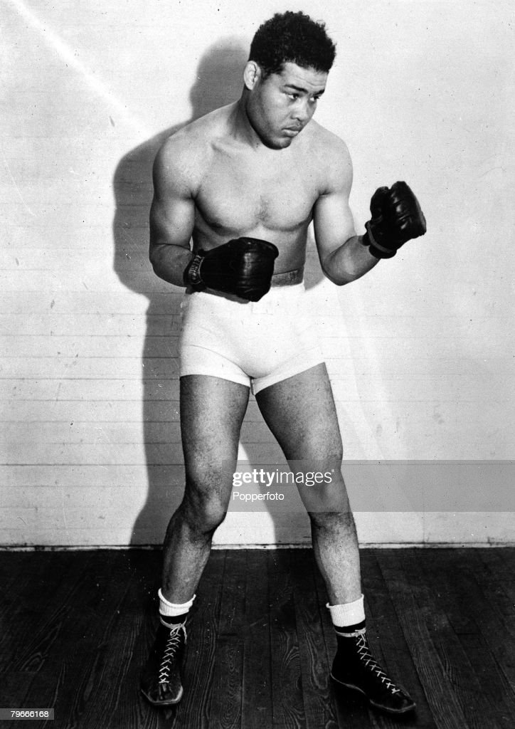 a biography of joseph louis barrow a world heavyweight boxing champion Joseph louis barrow, better known as joe louis, was an american professional boxer and the world heavyweight champion from 1937 to 1949 he is considered to be one of the greatest heavyweights of all time.