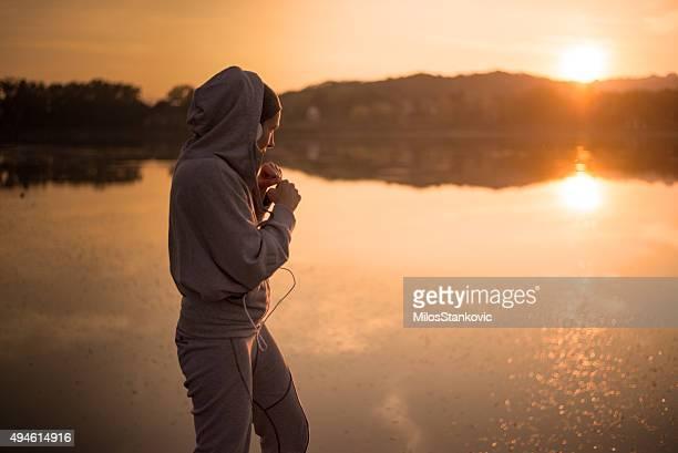 Boxing bei Sonnenuntergang am See