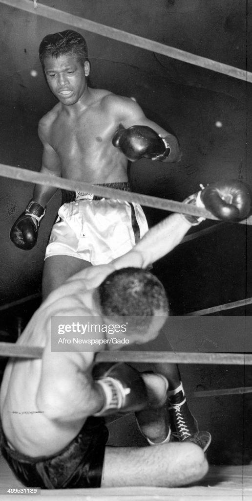 Boxing champion Sugar Ray Robinson flooring Boston's Joey Rindone at the Boston Garden Boston Massachusetts October 16 1950