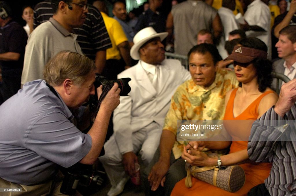 IBA/WBC Super Middleweight Title, Muhammad Ali with ex-wife Veronica Porsche during their daughter's Laila Ali's fight vs Erin Toughill at MCI Center, SI photographer Neil Leifer taking image, Washington, DC 6/11/2005