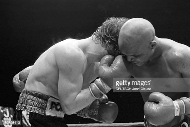 Boxing Medium Weight Benny Briscoe Beats Jean Mateo At The Pavillon De Paris A Paris dans la salle du pavillon de Paris lors du match de boxe entre...