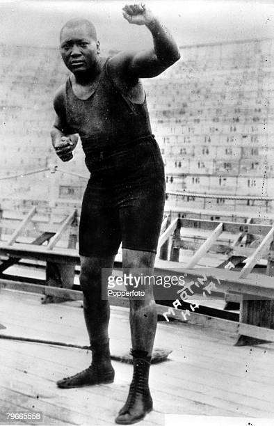 Boxing New York USA A fighting pose of US boxer Jack Johnson the first negro boxer to wear the World Heavyweight belt from 1908 to 1915