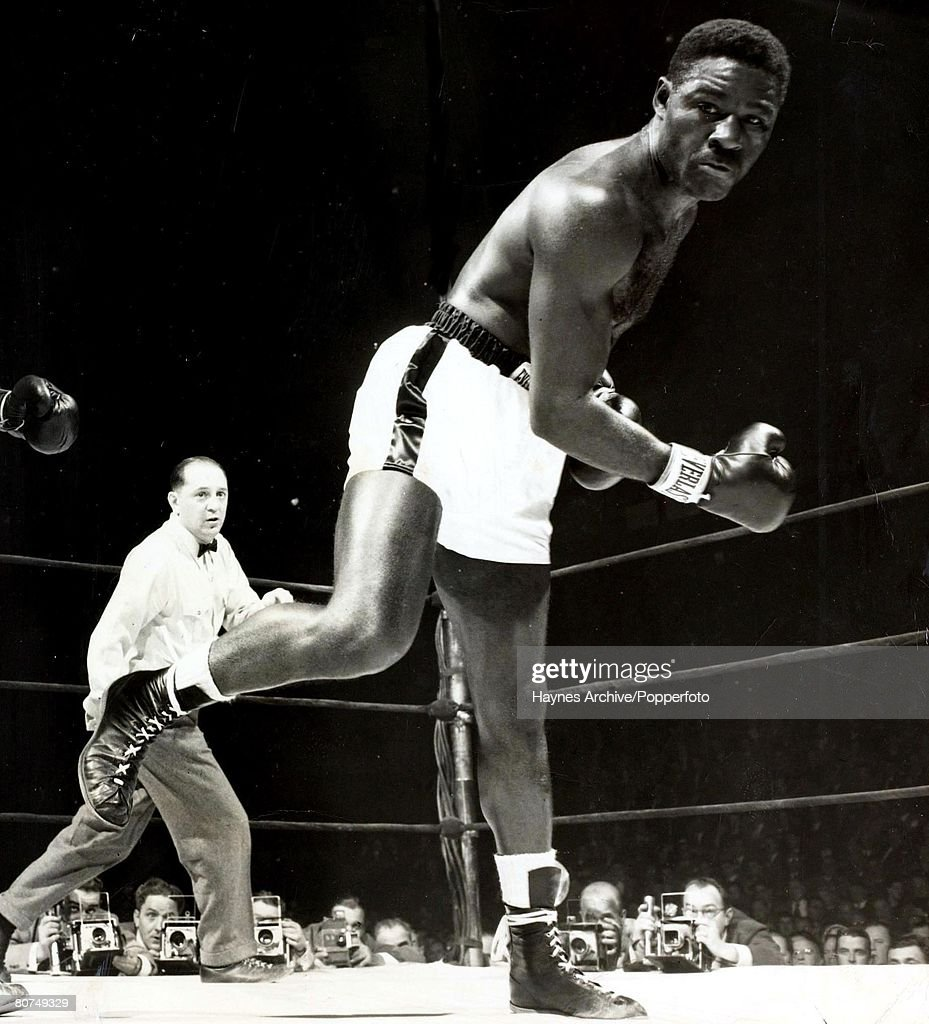 Boxing, 1951, New York, USA, The World Heavyweight Champion <a gi-track='captionPersonalityLinkClicked' href=/galleries/search?phrase=Ezzard+Charles&family=editorial&specificpeople=215068 ng-click='$event.stopPropagation()'>Ezzard Charles</a> (right) swings and misses challenger Lee Oma who he beat when the ref stopped their fight in the 10th round