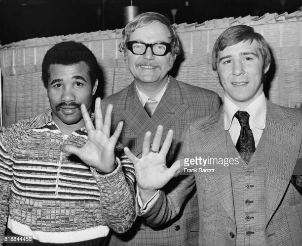 Boxing promoter Mike Barrett with welterweight boxers Dave Melendez and John H Stracey whilst celebrating his 10th year in the business at the...