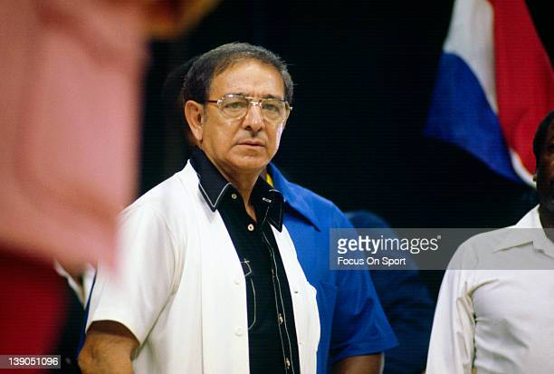 Boxing trainer Angelo Dundee left looks on before the start of a welterweight fight involving Sugar Ray Leonard circa 1977