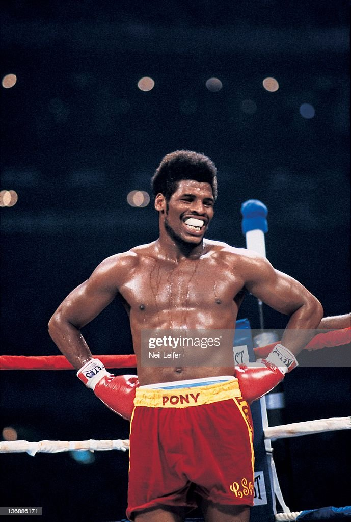 Wba world heavyweight title leon spinks in ring before for Boxing day meuble leon