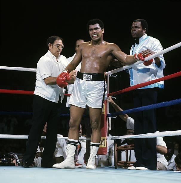 Literary News From All Corners Of The World: Muhammad Ali Vs Joe Frazier, 1975 WBC/ WBA World