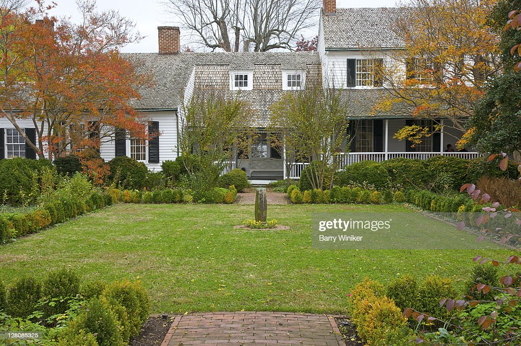 Boxwood garden at Mary Washington House, purchased by George Washington for his mother in 1772, Fredericksburg, VA, U.S.A. : Stock Photo