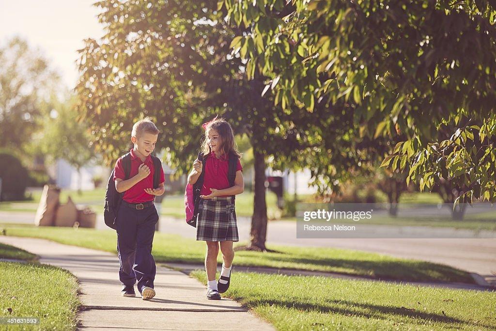 Фото девушек гуляющих с детьми
