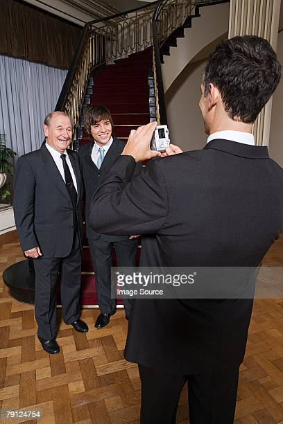Garçon et son grand-père photographiées