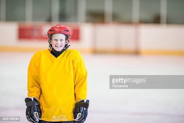 Garçon de Hockey sur pratique
