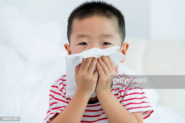 Ragazzo Soffiarsi il naso