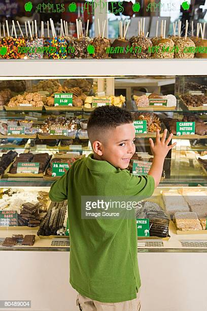 Garçon de cake shop