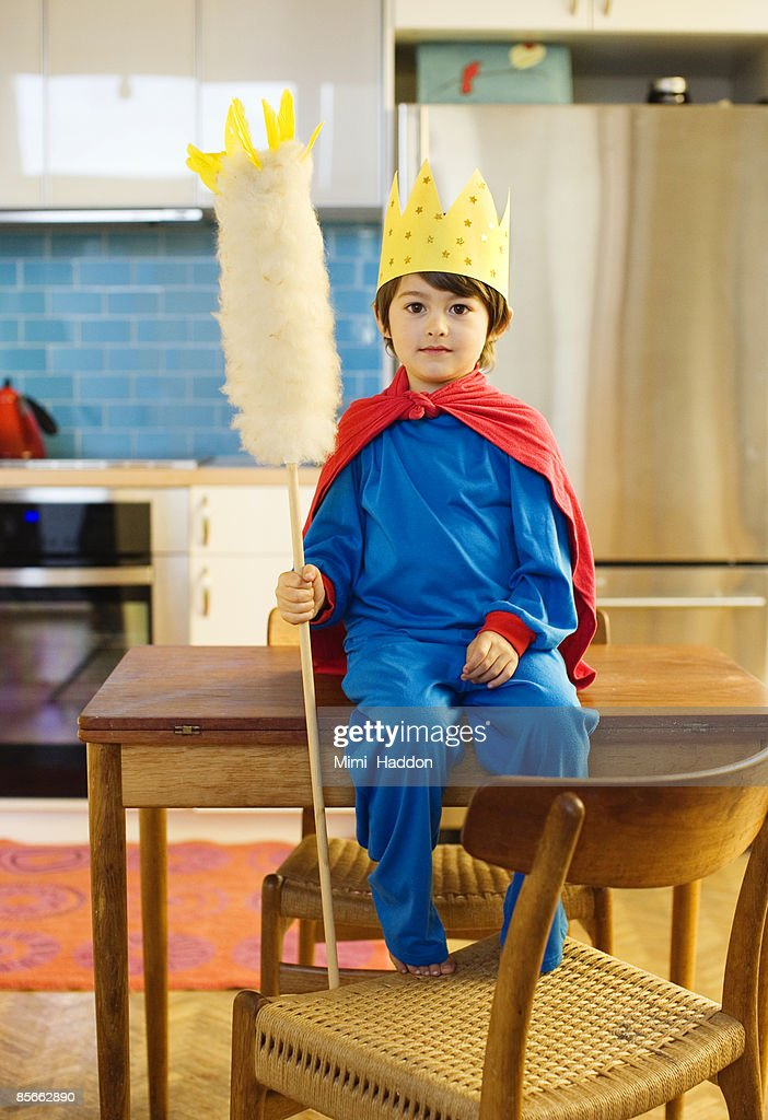Boy dressed as king in his kitchen : Stock Photo