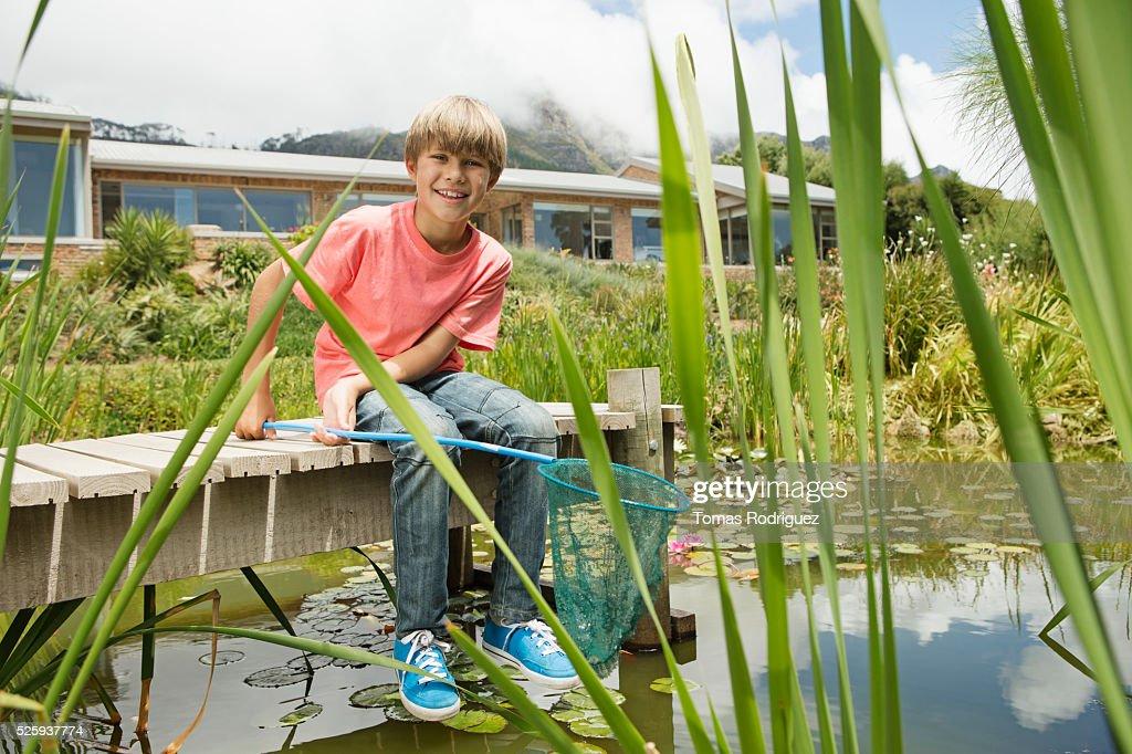 Boy (6-7) fishing on pier : Foto de stock