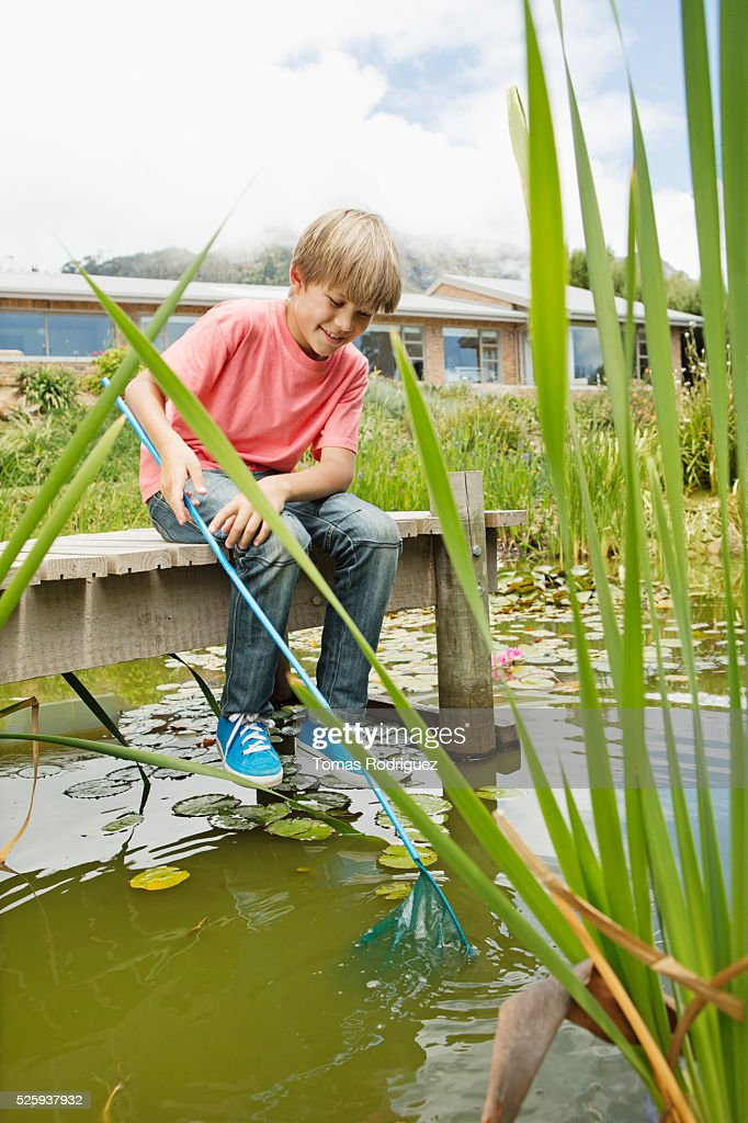 Boy (6-7) fishing on pier : Foto de stock