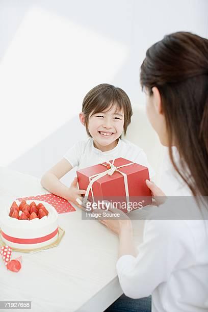 Boy アクセス、誕生日の贈り物
