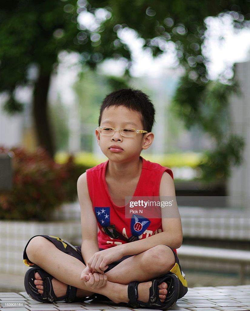 Boy looking away : Stock Photo