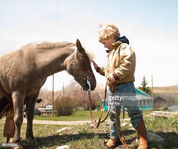 Garçon interactif pony