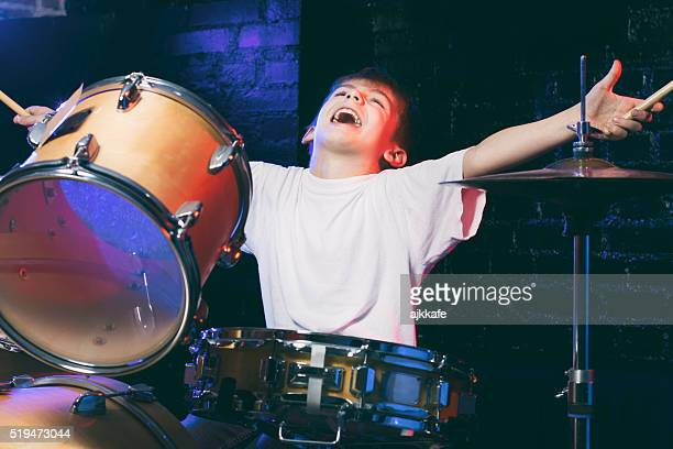 Garçon jouant du Tambour