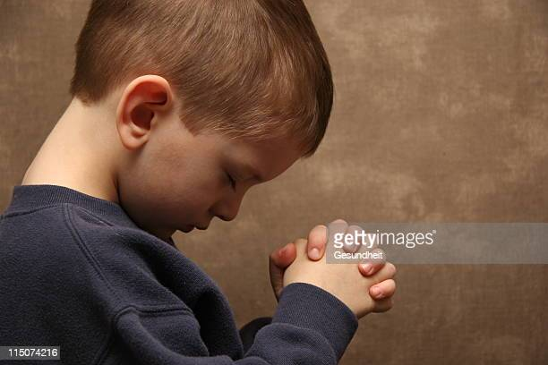Junge Beten-Farbe