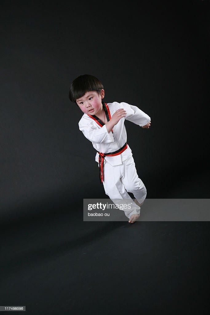 Boy preparing for taekwondo : Stock Photo