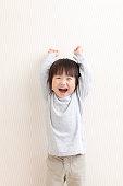 喜ぶ日本人の幼児