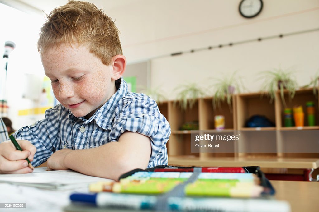 Boy studying in classroom : Foto de stock