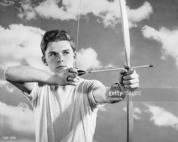 Ragazzo con arco e freccia