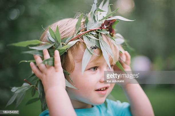 A boy wearing crown