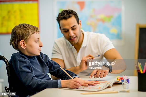 Junge mit entwicklungsfördernden Zimmer