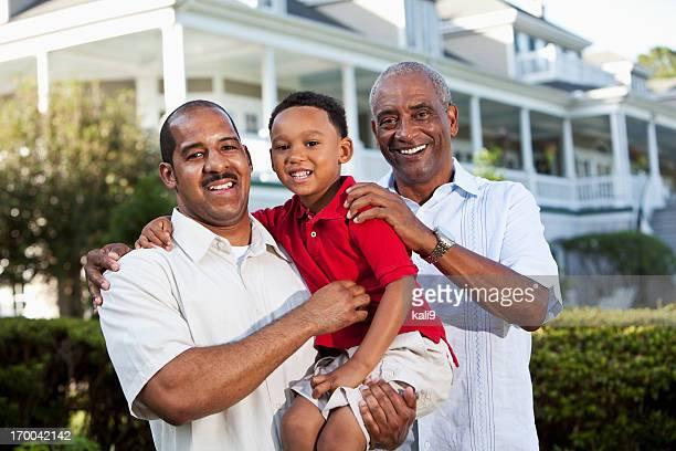 Menino com pai e Avô