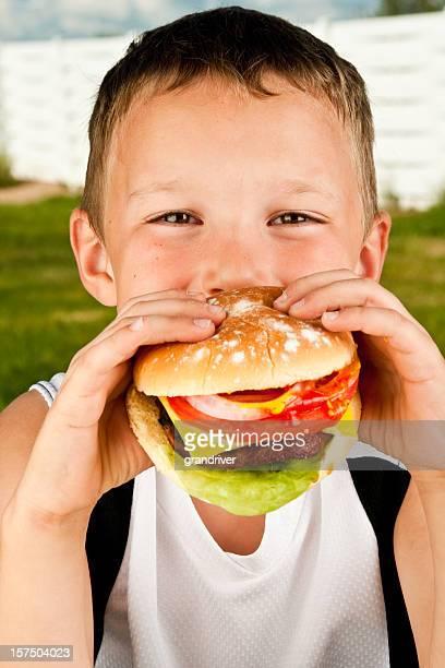 少年、ハンバーガー
