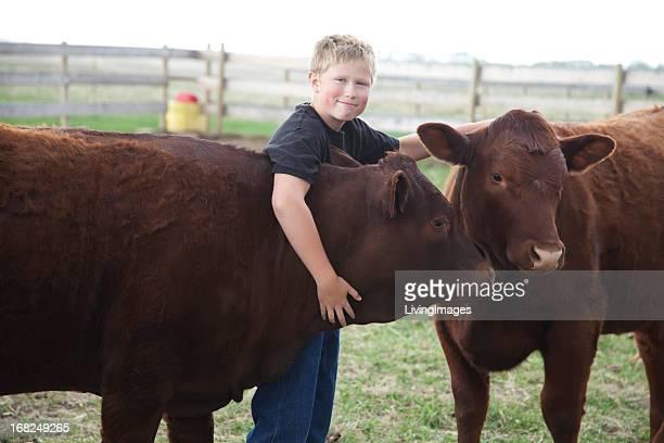 Junge mit seiner 4-H Waden