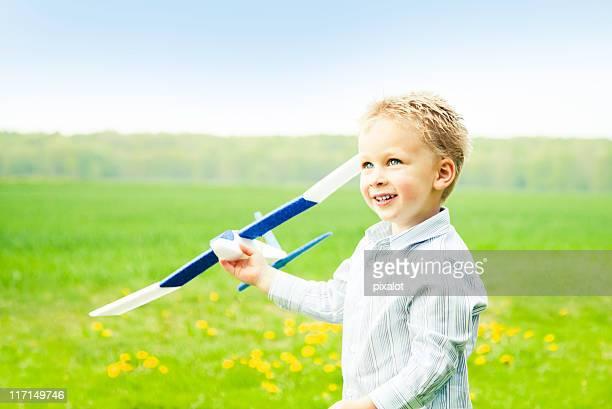 Modèle garçon avec avion air